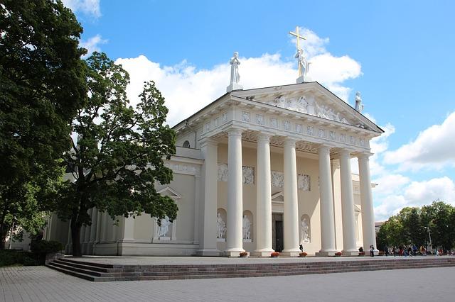 Vilniuje perkame plastikinius langus