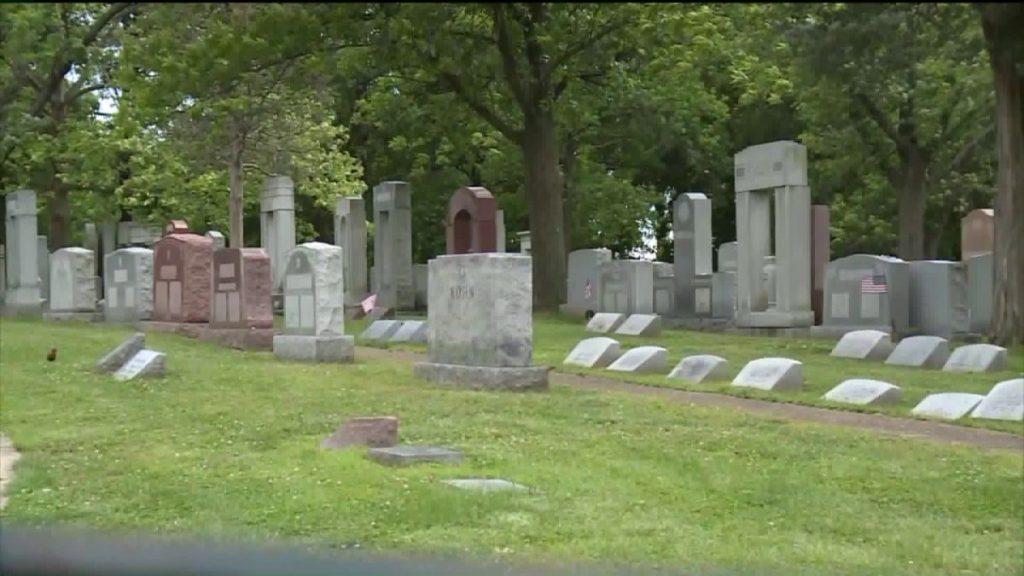 Kapų tvarkymo pavyzdžiai ir kapaviečių priežiūros specialistai