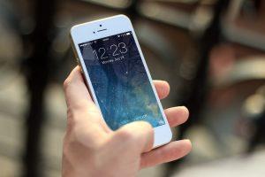 Priedai mobiliems telefonams, be kurių neišsiversi kelionėje