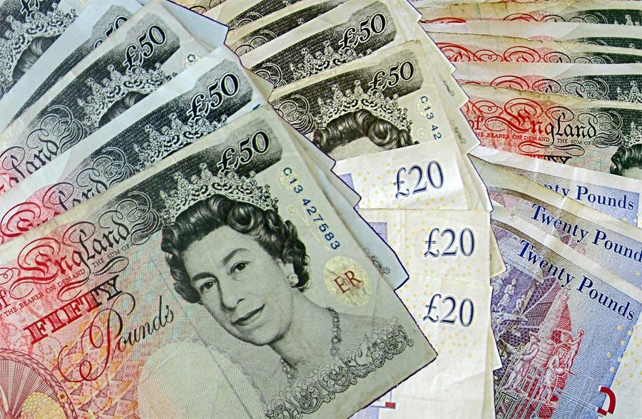 Emigravimas į Angliją: nuo apgyvendinimo, iki valiutų keitimo