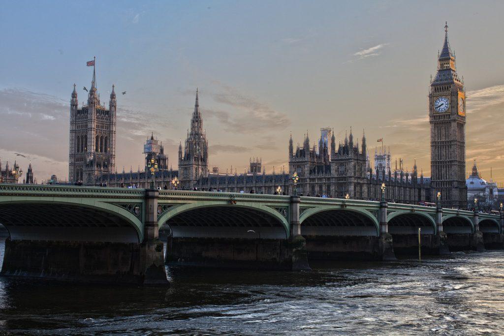 Siuntų pristatymas į Anglija. Kiek tai kainuoja?